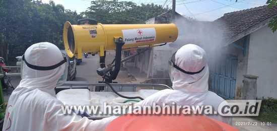 PMI Semprotkan 3000 Liter Disinfektan di Desa Lengkong Kabupaten Jember