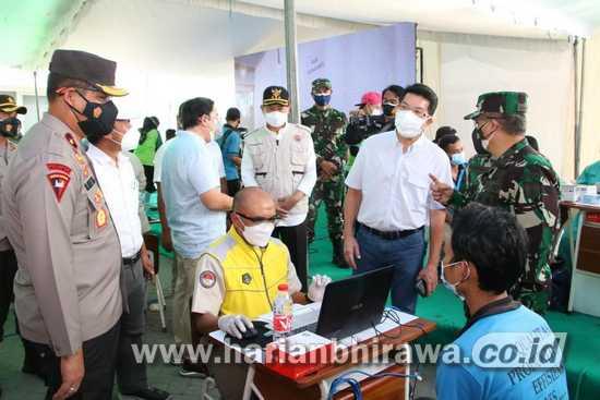 Kasdam dan Wakapolda Jatim Tinjau Vaksinasi di Kabupaten Lamongan