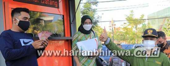Wali Kota Madiun Salurkan BLTD ke 5.565 KPM