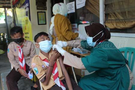 Puskesmas Bandar Kedungmulyo Jombang Gelar Vaksin Covid-19 untuk Pramuka