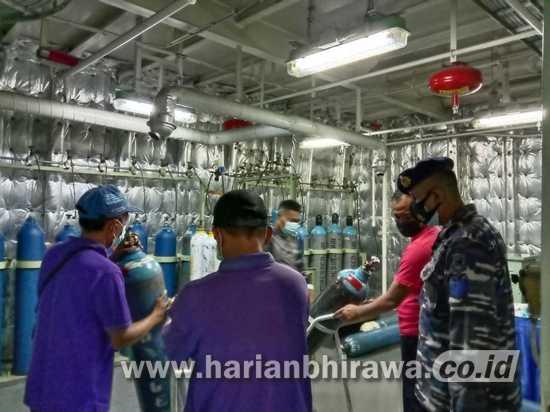 Kapal Bantu RS Koarmada II Pasok Oksigen di Surabaya dan Semarang