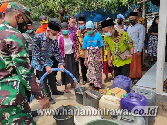 Pemkab Bondowoso Salurkan Ribuan Liter Air Bersih di Desa Terdampak Kekeringan