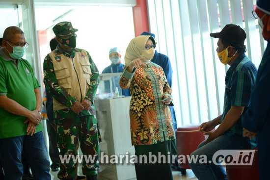 Bupati Jombang Pantau Vaksinasi Covid-19 di Pusat Perbelanjaan