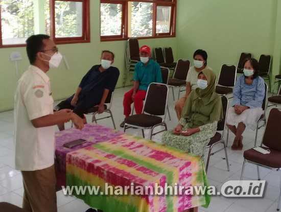 PMKS di Kabupaten Sidoarjo Ikut Diberi Vaksin Covid-19