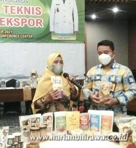 Pelaku UKM Kabupaten Sidoarjo Presentasi Produk dengan Buyer Malaysia