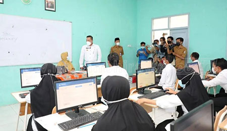 Hari Pertama Tes Seleksi Guru di Sampang