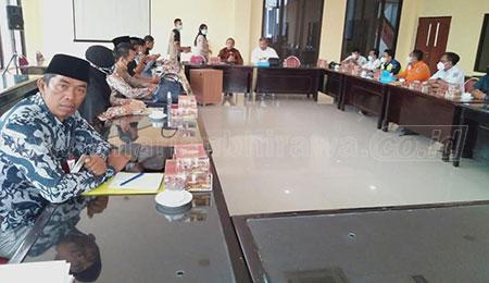 Warga Sadar Tengah Protes Pembangunan Rel Ganda