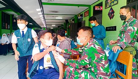 Dinkes dan Kodim 0813/Bojonegoro Vaksin Pelajar