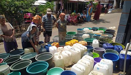 Kekeringan, Desa Gunung Putri Didroping 5 Ribu Liter Air Bersih