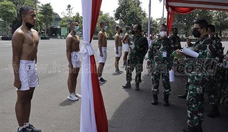 Pangdam V/Brawijaya Gembleng Fisik Bintara pada Sidang Parade Caba TNI AD