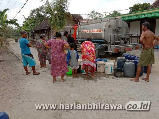 Alami Kekeringan, BPBD Bojonegoro Distribusikan Air Bersih Ke 5 Kecamatan