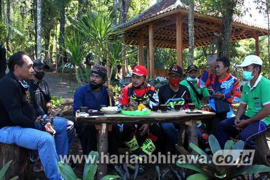 Komunitas Trail Surabaya Jelajahi Alam Gunung Welirang-Arjuno di Pasuruan