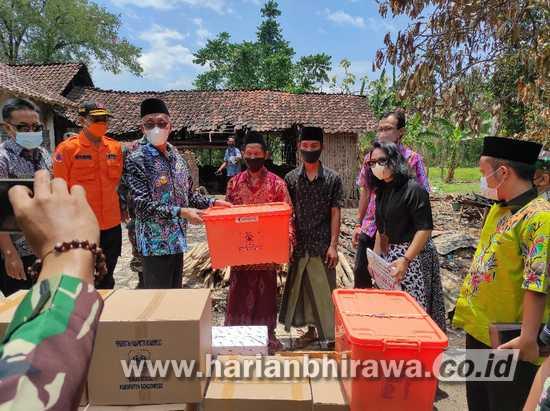 Pemkab Bondowoso Bantu Ringankan Beban Dua Warga Korban Kebakaran