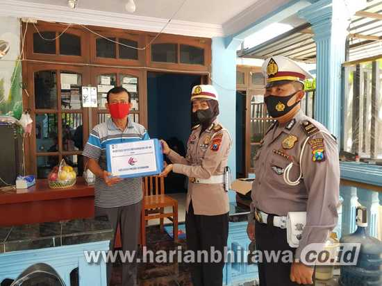 HUT Lantas Ke-66, Salurkan Tali Asih Untuk Purnawirawan Polri di Situbondo