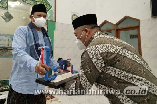 Wali Kota Salat Isya' di Masjid Al-Ikhlas, Juga Dilakukan Tracing dan Vaksinasi Jamaah