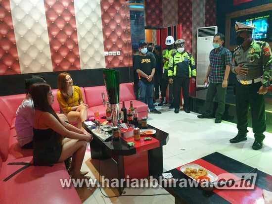 Nekat Buka Selama PPKM, Karaoke di Kota Blitar Dioperasi Satpol PP