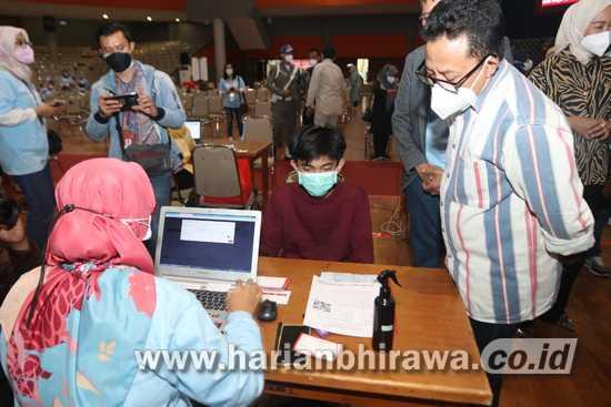 Vaksinasi Masal Bank Jatim, Diapresiasi Wali Kota Sutiaji