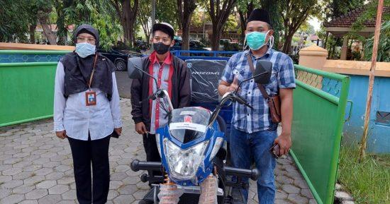 DKPP Kabupaten Probolinggo Serahkan Hibah Kendaraan Roda Tiga