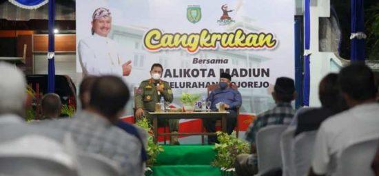 Lewat Giat Cangkrukan, Wali Kota Madiun Ingatkan Warga Tetap Waspada Covid-19