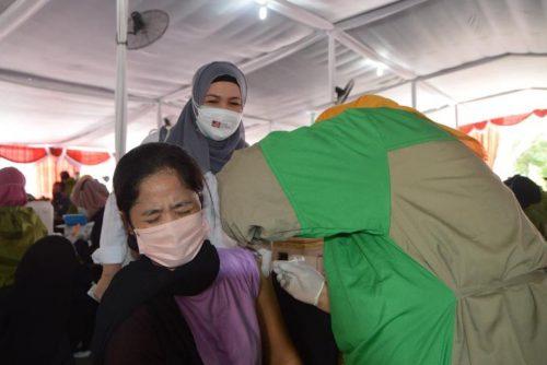 Peringati HUT Ke-44, Pasar Modal Indonesia Gelar Vaksinasi Covid-19 Massal