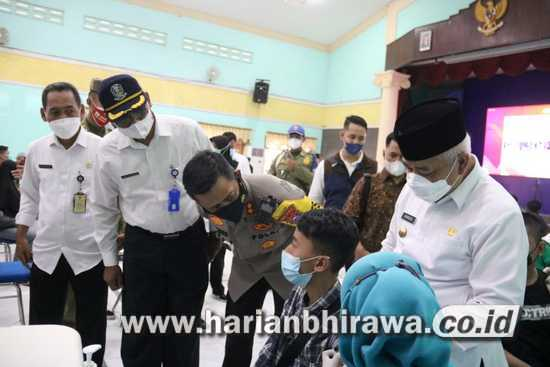 Forkompinda Kabupaten Malang Gelontor Ribuan Dosis Vaksin Merdeka