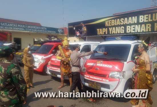 Antisipasi Alasan Tak Punya Uang Beli Masker. Polresta Mojokerto Launching Mobil Masker