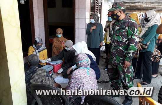 Koramil 0815/17 Trawas Mojokerto Kawal Vaksinasi Lansia Desa Duyung