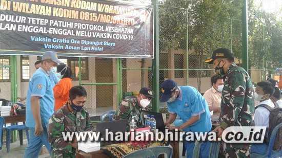 Serbuan Vaksin Kodam V/Brawijaya Berlanjut di SMKN 1 Pungging Mojokerto
