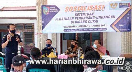 Diskominfo Jombang dan Kantor Bea Cukai Kediri Sosialisasi Ketentuan Cukai di Desa Ngudirejo
