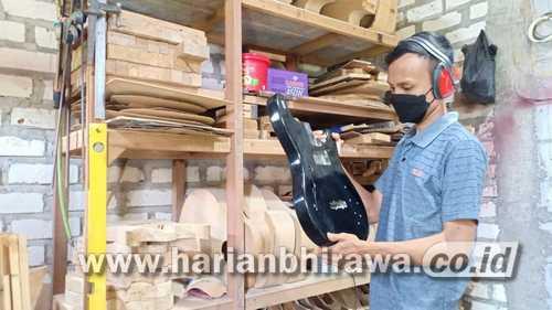 Yudha Adi Prabowo Pembuat Gitar Custome