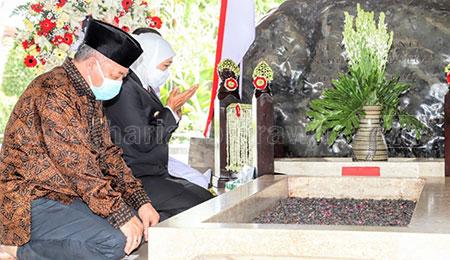 Saat Gubernur Khofifah Ziarah di Makam Bung Karno