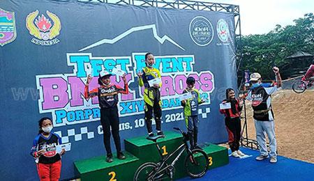 Atlet Junior ISSI Kota Batu Tak Mau Ketinggalan Rebut Juara BMX Cross