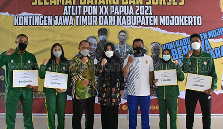 Bupati Ikfina Beri Bonus Atlet PON Mojokerto Peraih Medal