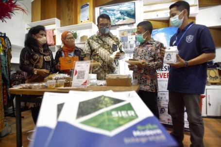 Dipamerkan di Stan UKM Binaan TJSL PT SIER, eks-Chef Hotel di Bali Bisnis Kue Sehat Berbahan Sayuran
