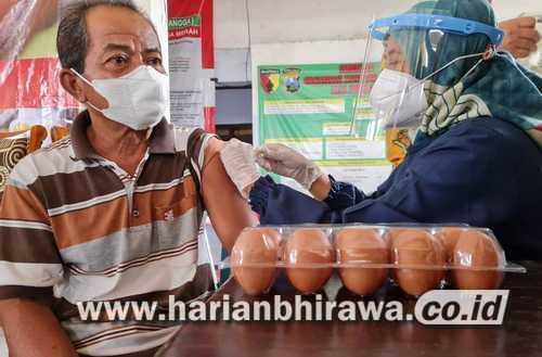 Hadiah Telur Naikkan Capaian Vaksinasi Lansia Sampai Tiga Kali Lipat di Tulungagung