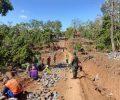 Koramil 05/Grogol Kediri Dampingi warga Padat Karya Perbaiki Jalan